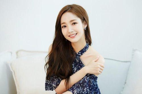 Ngắm gu thời trang nữ tính 'vạn người mê' của 'thư ký Kim' Park Min Young