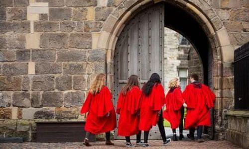 Các trường Đại học Anh đối mặt với khoản lỗ khổng lồ trong năm học tới do COVID-19