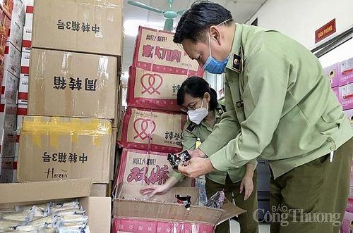Chặn đứng ô tô vận chuyển 4 tấn bánh kẹo không rõ nguồn gốc từ Lào Cai về Hà Nội