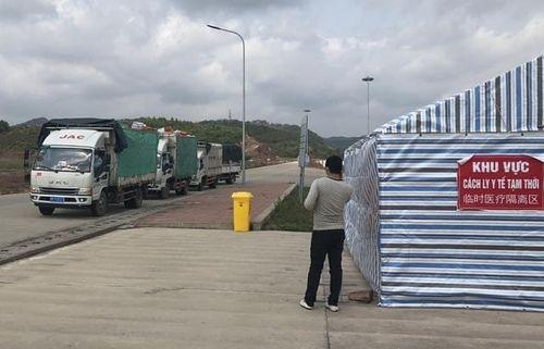 Gần 300 container hàng chờ xuất tại Móng Cái