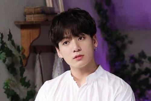Jungkook (BTS) tiếp tục lọt đề cử top 100 gương mặt nam đẹp nhất 2020