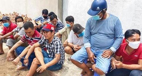 12 con bạc bị bắt trong lúc sát phạt trên sới gà