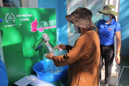 Thêm cây ATM gạo hỗ trợ người dân ở Ninh Thuận