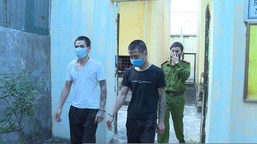 Bắt giữ hai 'con nghiện' trộm 29 bao cám ở Hưng Yên