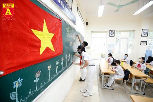 Lễ chào cờ đặc biệt của học sinh Hà Nội
