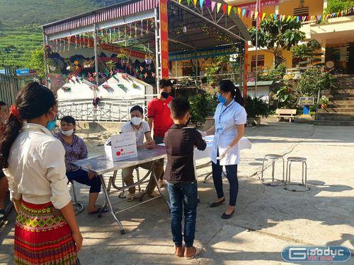 Ngày trở lại trường đầy bỡ ngỡ của học sinh vùng cao Đồng Văn