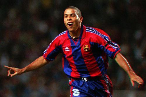 Ronaldo 'béo' - kỳ quan vĩ đại và kẻ phản bội Barca