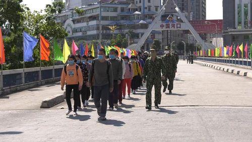 Trung Quốc trao trả 30 công dân qua cửa khẩu quốc tế Lào Cai