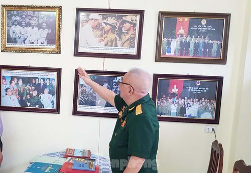 Thăm phòng lưu niệm của chiến binh cuối cùng trong tổ bắt sống tướng Đờ Cát