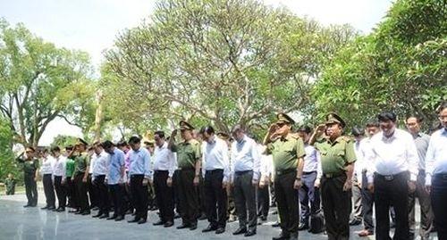 Bộ Công an dâng hương tưởng niệm các Anh hùng liệt sỹ Điện Biên Phủ