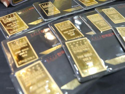 Giá vàng châu Á vẫn áp sát mức cao nhất trong hai tuần qua