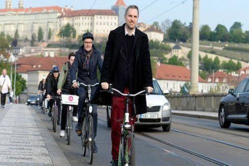 Sự thật đằng sau việc Thị trưởng Prague được bảo vệ vì âm mưu ám sát?