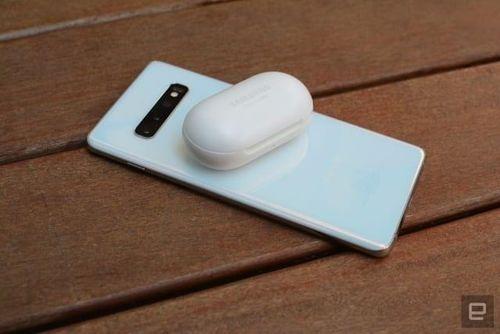 Smartphone sắp có thể sạc pin cho tai nghe, đồng hồ thông minh qua NFC