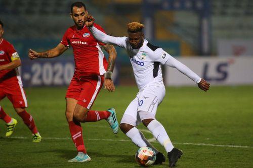 V-League trước giờ phán quyết: Rút ngắn số trận, đá sân không khán giả?