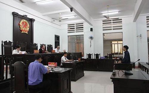 Khánh Hòa: Tài xế taxi lãnh 18 tháng tù vì 'cuỗm' tiền của du khách nước ngoài