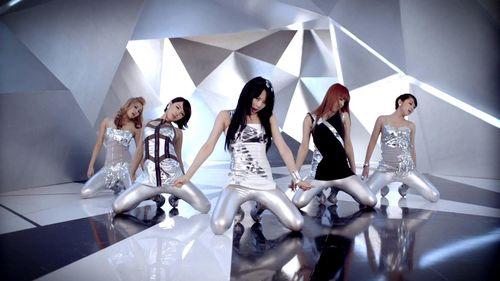 Những động tác vũ đạo bị chỉ trích phản cảm của nhóm nữ Kpop