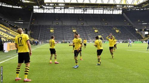 Bundesliga trở lại và câu chuyện chống dịch kiểu bóng đá Đức