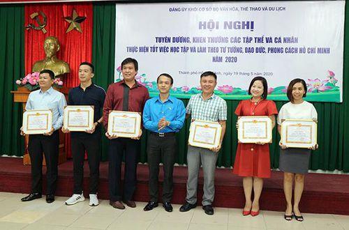Đảng ủy Khối cơ sở Bộ VHTTDL trao Huy hiệu 30 năm tuổi Đảng