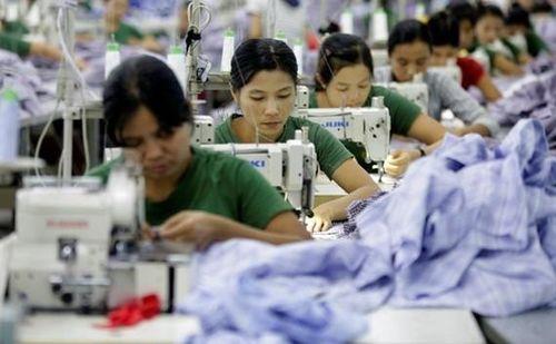 Hàng Việt gia tăng áp lực