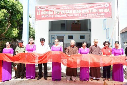 Thêm một hộ nghèo có nhà mới từ sự hỗ trợ của chùa
