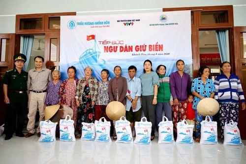 Tặng 50 tấn gạo cho ngư dân Khánh Hòa