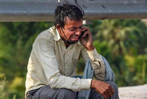 Những khoảnh khắc gây chấn động về người lao động nghèo Ấn Độ mùa dịch