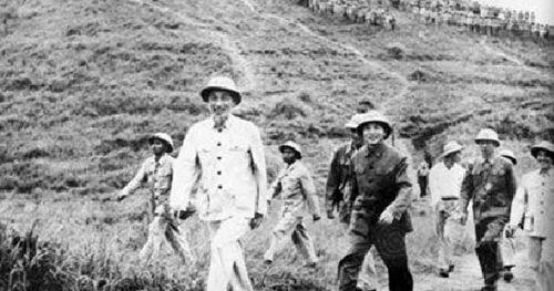 Chủ tịch Hồ Chí Minh với việc xây dựng lực lượng vũ trang nhân dân