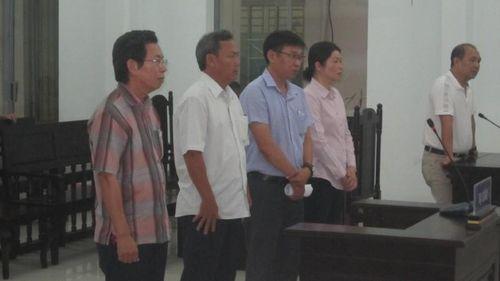 Phúc thẩm vụ Phó Chủ tịch TP Nha Trang thiếu trách nhiệm: Nhóm cán bộ hầu tòa vì làm việc tắc trách