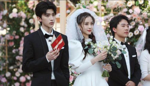 Bất ngờ với hình ảnh Angela baby và bạn gái LuHan diện váy cưới bên Thái Từ Khôn