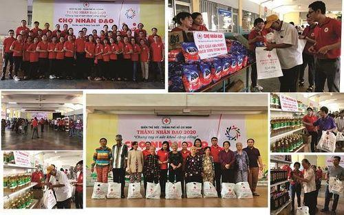 TP.HCM: Hơn 91 triệu đồng trao tặng người nghèo tại 'Chợ nhân đạo'