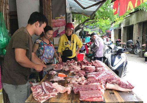 Giá thịt lợn hơi giảm nhẹ nhưng vẫn ở mức cao