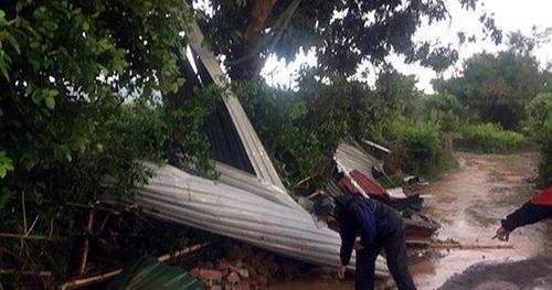 Thông tin mới nhất vụ tấm tôn bay trong giông lốc khiến 3 người thương vong