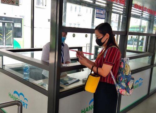 Mới có 1,4% khách hàng mua vé xe buýt nhanh BRT không dùng tiền mặt