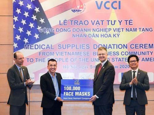 Doanh nghiệp Việt Nam trao tặng Mỹ 1,3 triệu khẩu trang chống dịch COVID-19