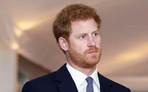 Hoàng tử Harry tiếp tục xa lánh gia đình, tránh liên hệ với William và Kate