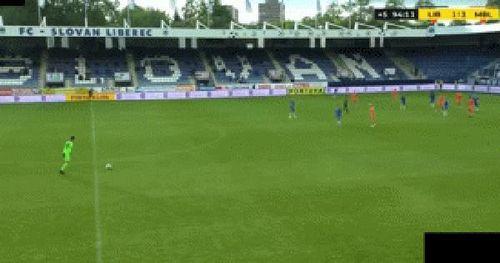 Lên tận giữa sân kiến tạo bàn thắng, thủ môn Việt kiều Filip Nguyễn lại làm thầy Park 'khó xử'