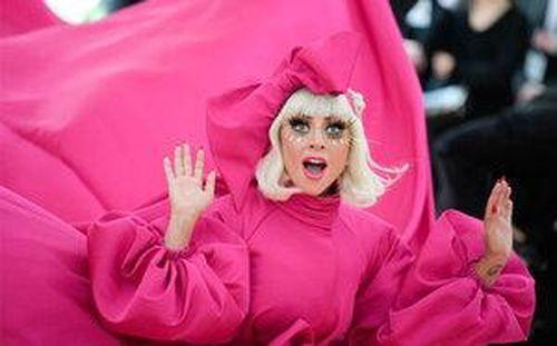 Chromatica chính thức debut tại No.1, 'Mẹ Quái Vật' Lady Gaga tiếp tục xác lập nên thành tích lịch sử