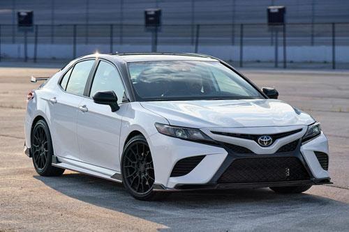 Top 10 xe hơi 300 mã lực rẻ nhất trên thị trường: Toyota Camry TRD góp mặt
