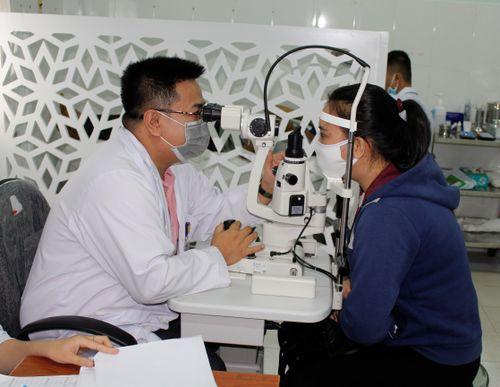 BỆNH CƯỜM NƯỚC: Không điều trị kịp thời có thể gây mù lòa