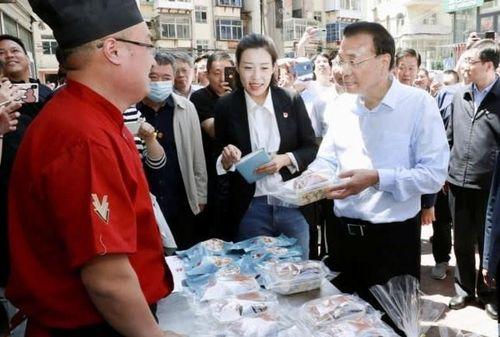 Đối lập chính sách về gánh hàng rong ở Trung Nam Hải