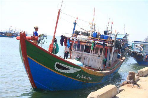 Tàu cá Quảng Ngãi lại bị Trung Quốc đâm vỡ ở Hoàng Sa