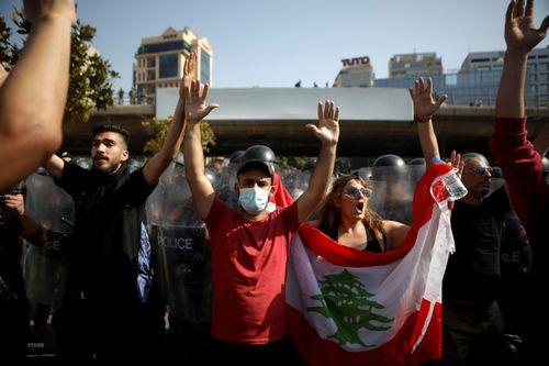 Biểu tình gây bạo loạn đường phố ở Liban, 49 người bị thương