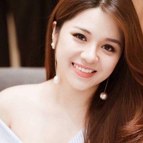 Cùng ngắm lại những hình ảnh xinh đẹp của MC Diệu Linh