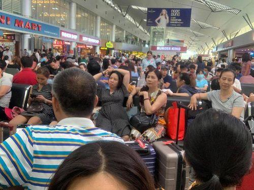 Sự cố máy bay trượt đường băng ở TP.HCM: Sân bay Đà Nẵng ùn ứ