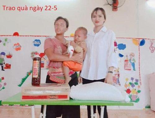 Nhiều nhà hảo tâm ủng hộ 4 mẹ con cô gái mù đơn thân Sùng Thị Sông