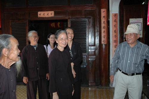 Trang phục bà ba đen trong tín ngưỡng ông Trần