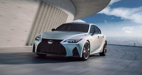 Lexus IS chính thức được facelift, liệu có đủ để giữ lại vị thế cạnh tranh với BMW 3-Series, Mercedes-Benz C-Class?