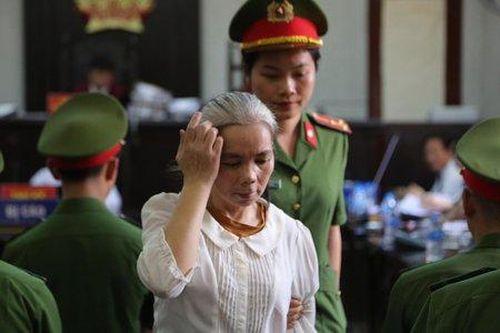 Phúc thẩm vụ nữ xinh giao gà ở Điện Biên: Bùi Thị Kim Thu tóc bạc trắng tới tòa