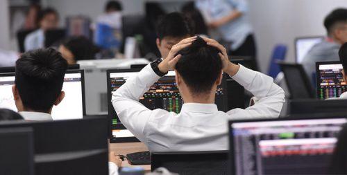 Cổ phiếu nóng lộ nguy cơ bỏng tay