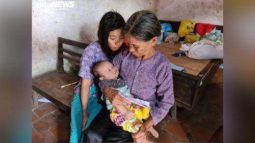 Cụ già chăm cháu bé 3 tháng của người con điên dại: Nhiều nhà hảo tâm giúp đỡ